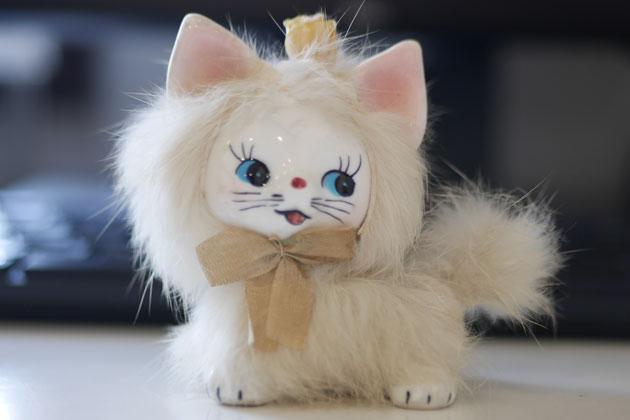 昭和のにおいが漂う猫の置きもの