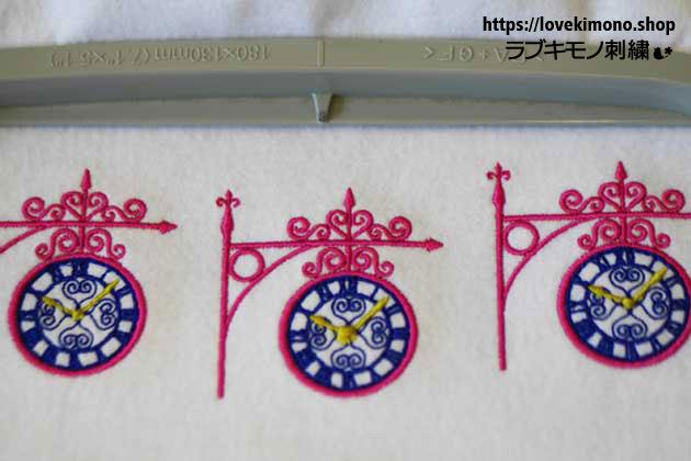 時計の刺繍データ試し縫いが並ぶ