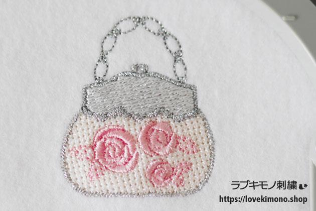 ピンクのバラをあしらったシンデレラのハンドバック刺繍試し縫い