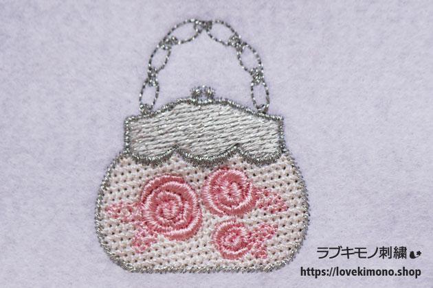 ピンクのバラ、銀色のハンドバックの刺繍