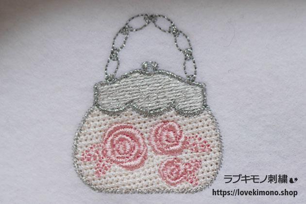 ピンクのバラが3つ並んでいる刺繍のハンドバック
