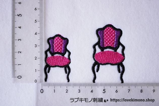 定規と紫とピンクの椅子刺繍が並ぶ