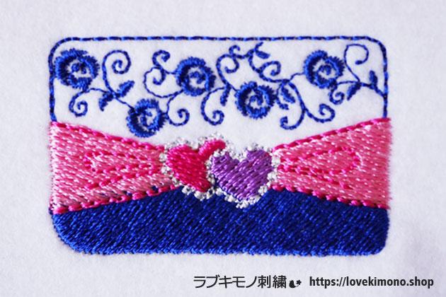 ハート、ばら、ほうせきのついたクラッチバックの刺繍