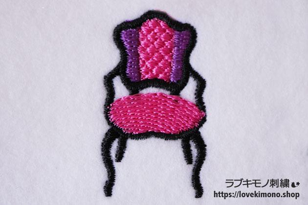 ピンクのアンティーク椅子のししゅう