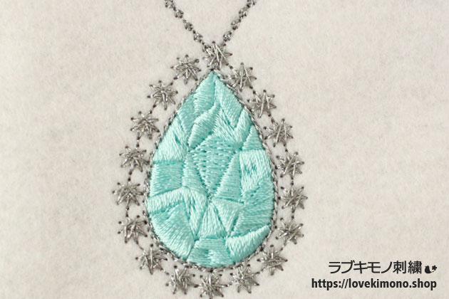 宝石のペンダントトップの刺繍