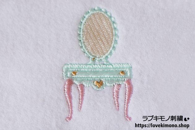アンティークドレッサーの刺繍