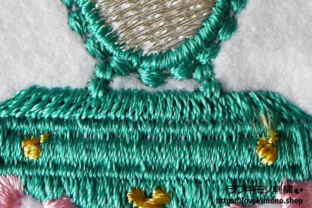 ハート、猫足、アンティークドレッサーの刺繍