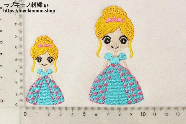 ふんわりドレスの笑顔のシンデレラの刺繍大小サイズ