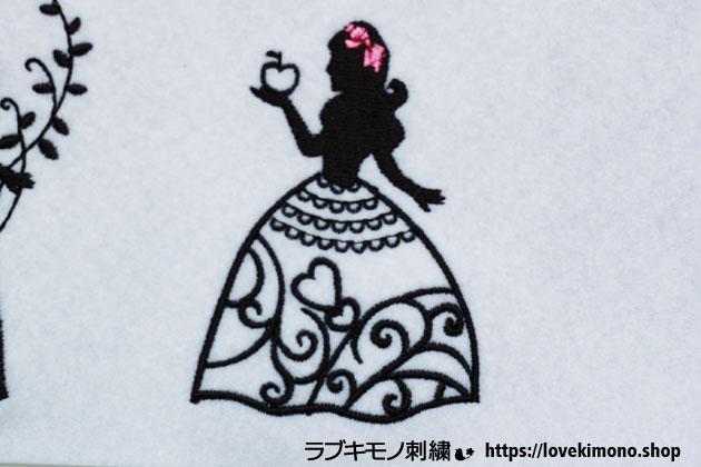 お姫様とりんごの刺繍