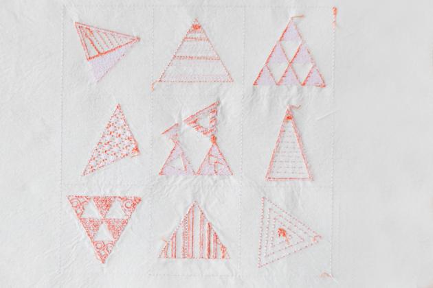 三角の刺繍裏側(糸始末前