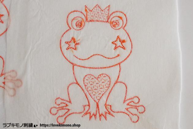 カエルの刺繍裏側、糸始末前