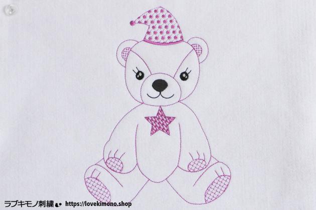 三角帽子をかぶった、かわいいクマのぬいぐるみの刺繍