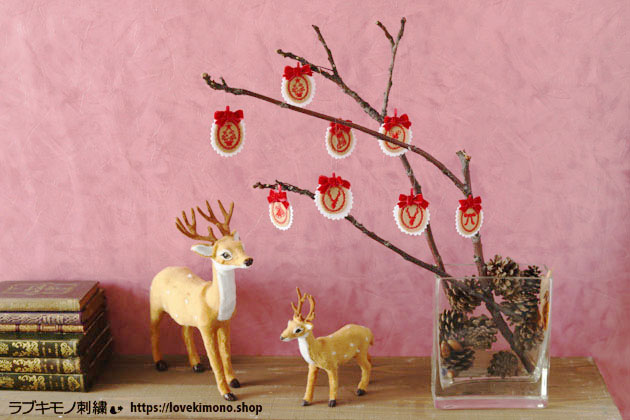 クリスマスオーナメント刺繍の卓上ツリー