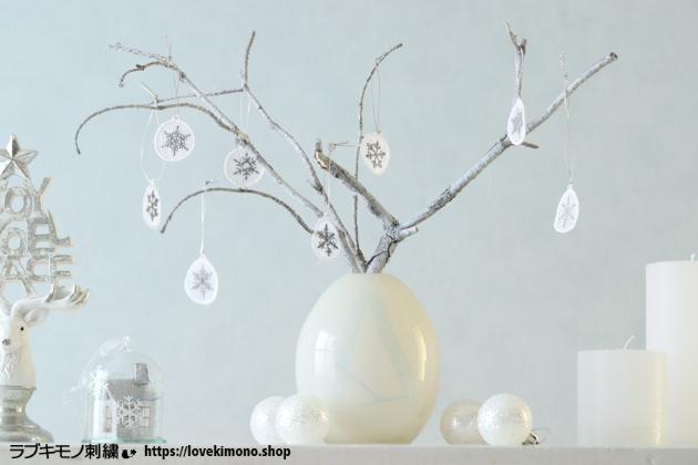 クリスマスツリーとクリスマスオーナメント